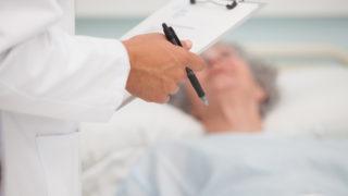 Lekár, chorý, rakovina, nemocnica, liečenie, liečba