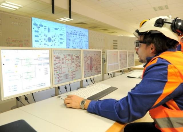 Dispečing Slovenských elektrárni počas oživenia riadiaceho centra tretieho bloku Atómových elektrární Mochovce.