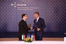 Minister Peter Žiga a štátny tajomník bulharského ministerstva energetiky Žečo Stankov dnes v Bratislave slávnostne podpísali Memorandum o porozumení pre projekt plynovodu Eastring.
