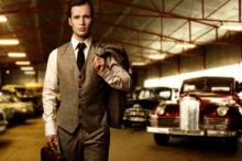 Bohatý muž, garáž, auto